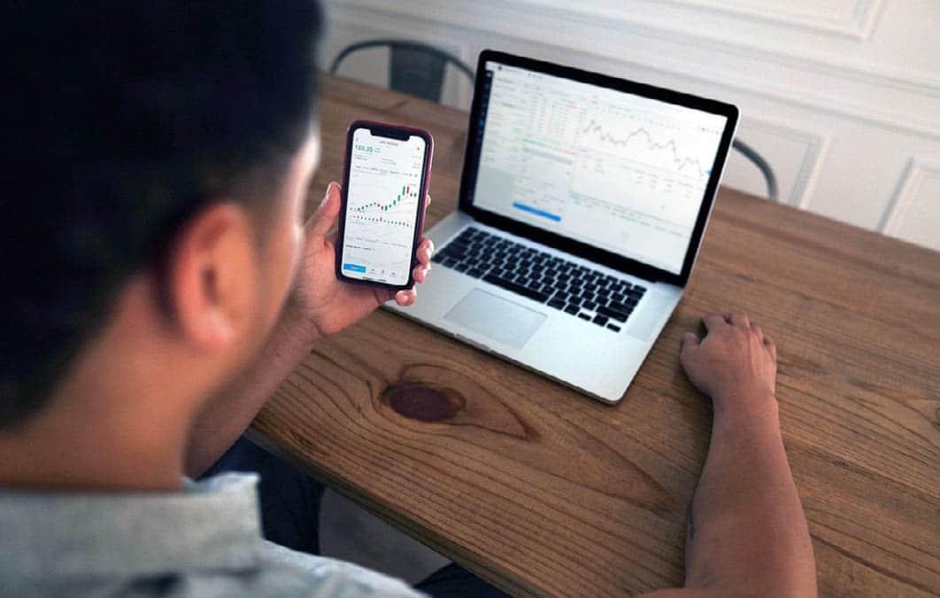 man investing on laptop